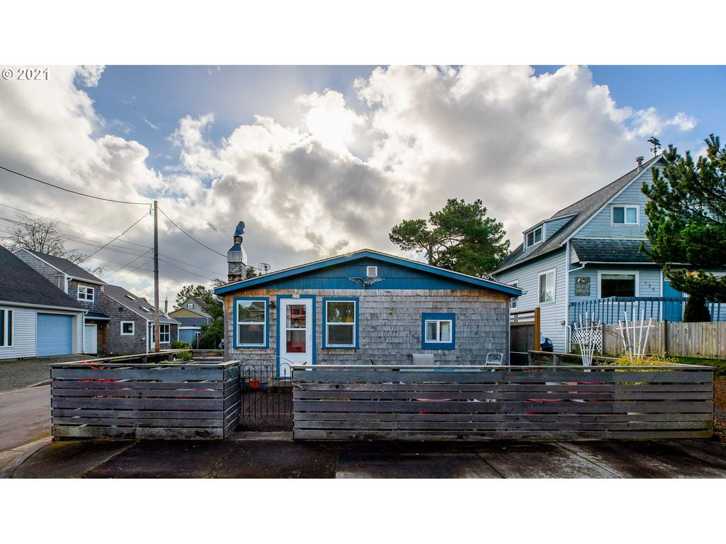 331 8th Ave, Seaside, OR 97138