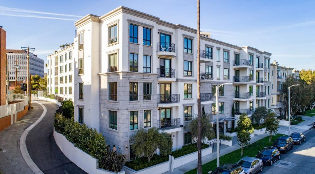 11965 Montana Ave, Los Angeles, CA 90049