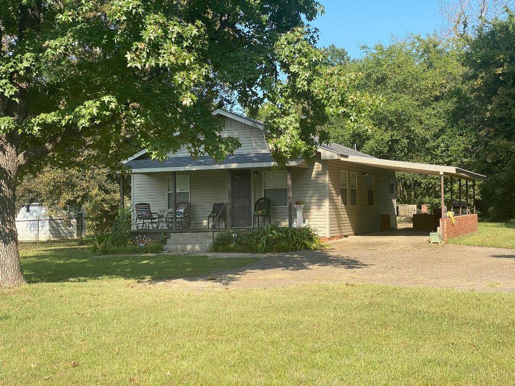 504 Higginbotham Rd, Kilgore, TX 75662