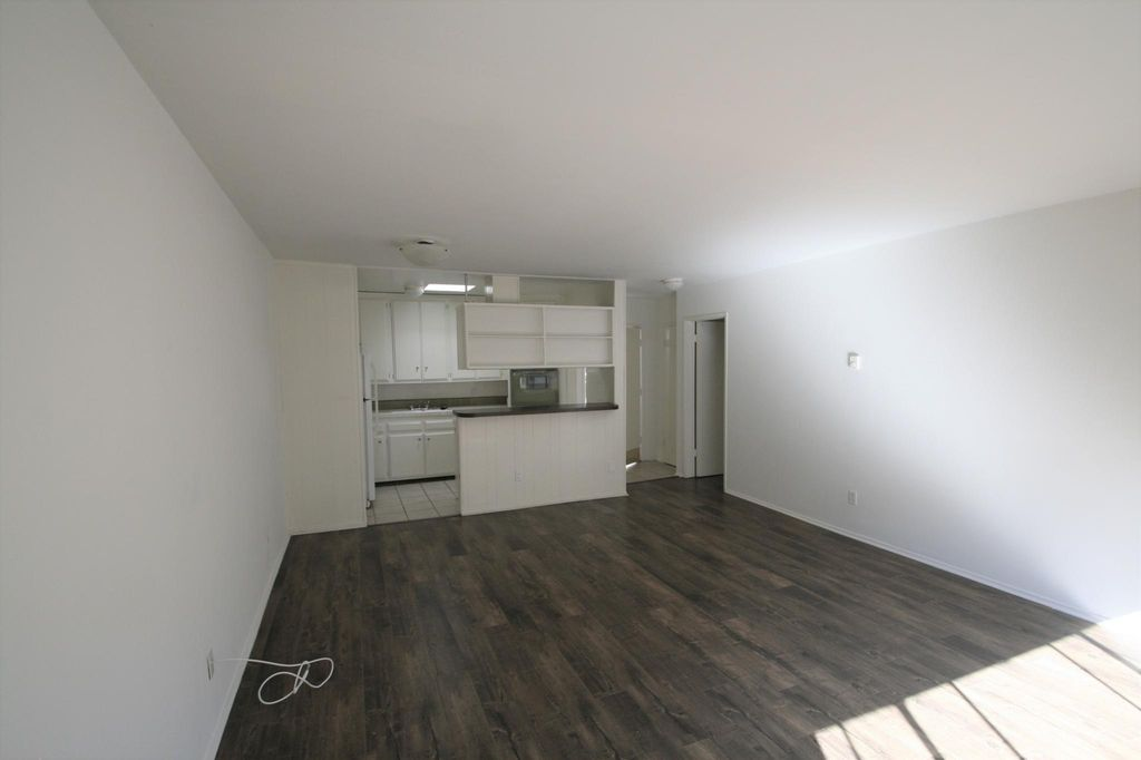 11920 Mayfield Ave #7, Los Angeles, CA 90049