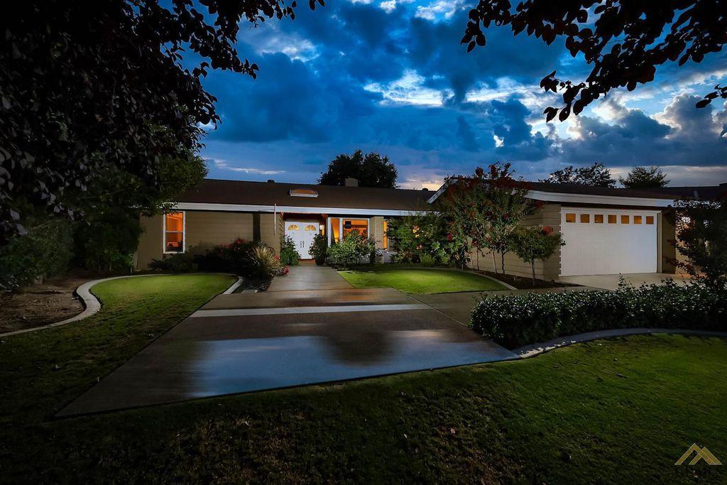 7221 Durango Way, Bakersfield, CA 93309