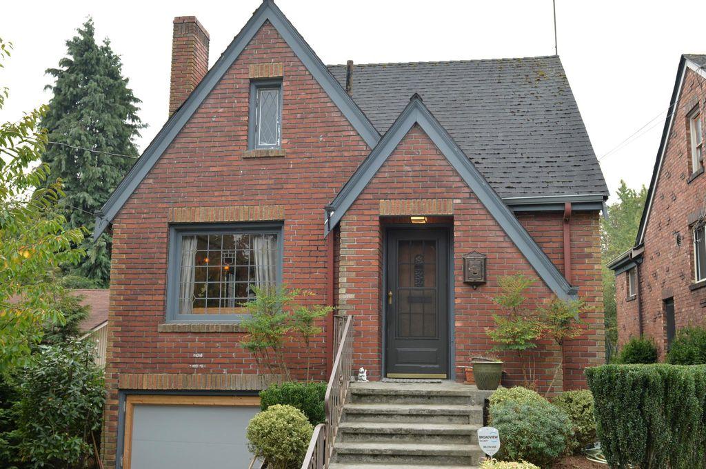 327 NE 59th St, Seattle, WA 98105