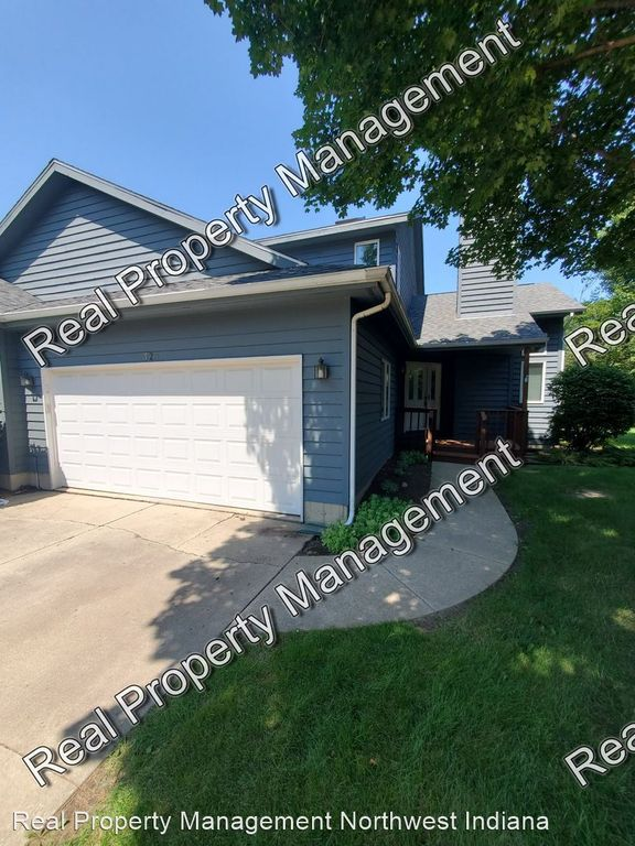 323 Sand Creek Dr, Chesterton, IN 46304