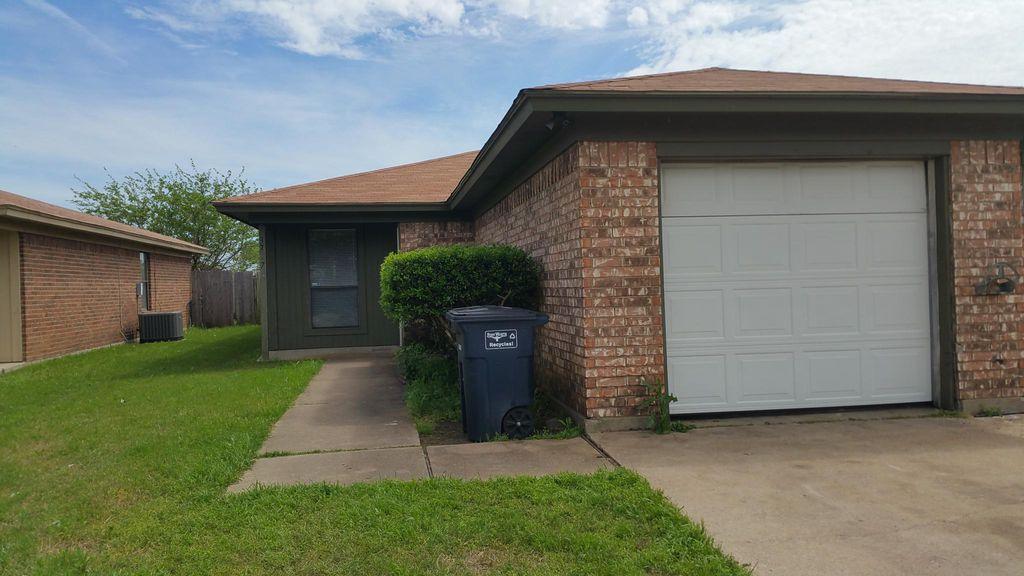 3717 Hulen Park Cir, Fort Worth, TX 76123