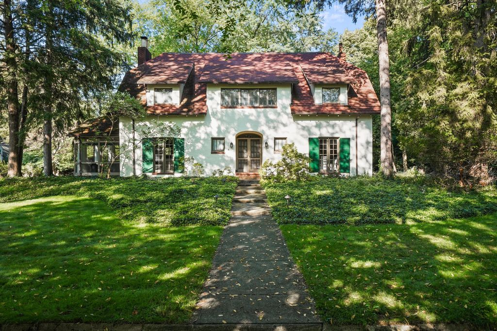 2 W Royal Forest Blvd, Columbus, OH 43214