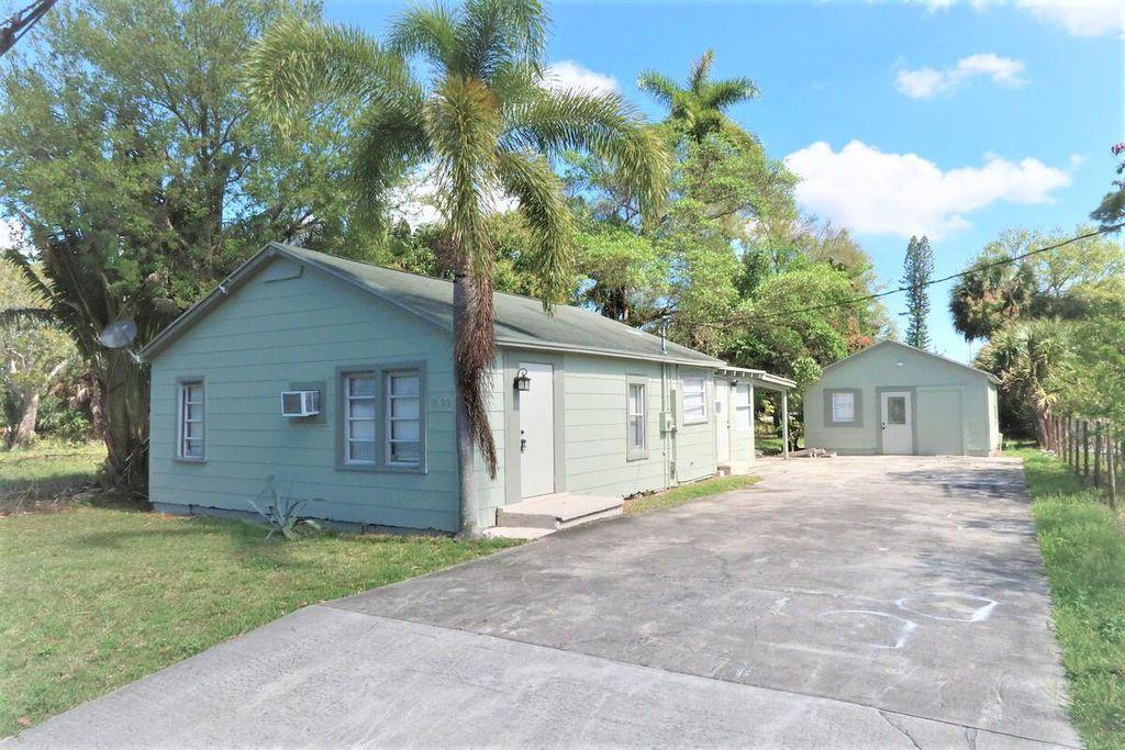 2422 Cecelia St, West Palm Beach, FL 33417