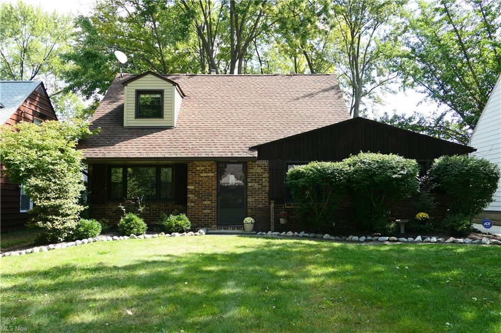 25525 Chatworth Dr, Euclid, OH 44117