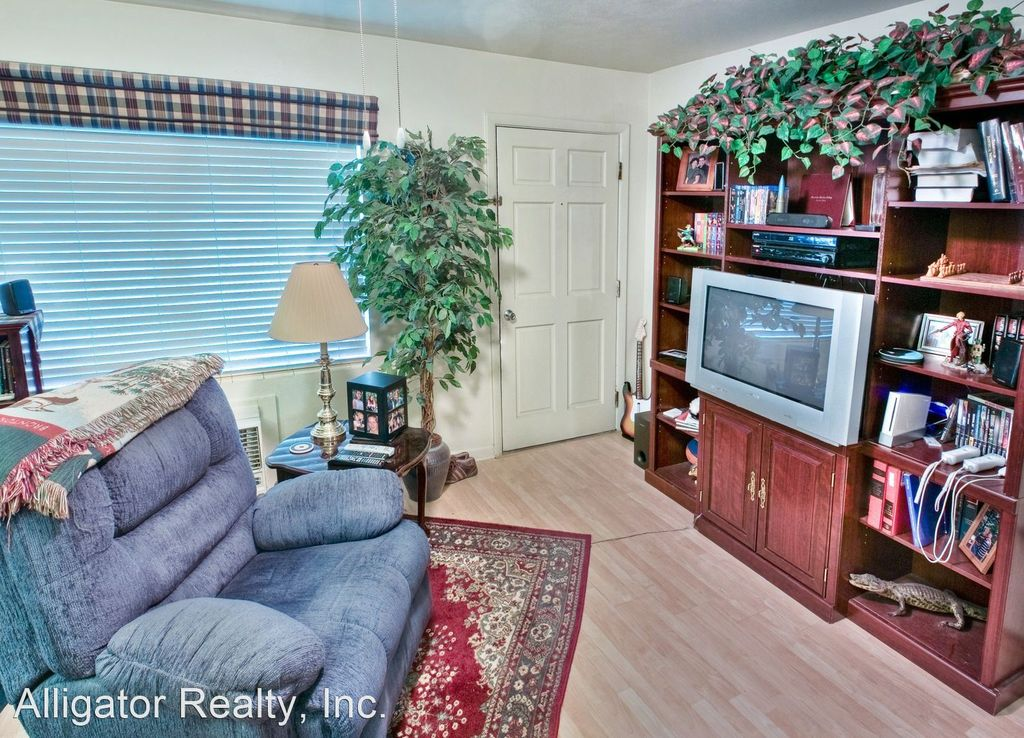 1222 NW 8th Ave #15, Gainesville, FL 32601
