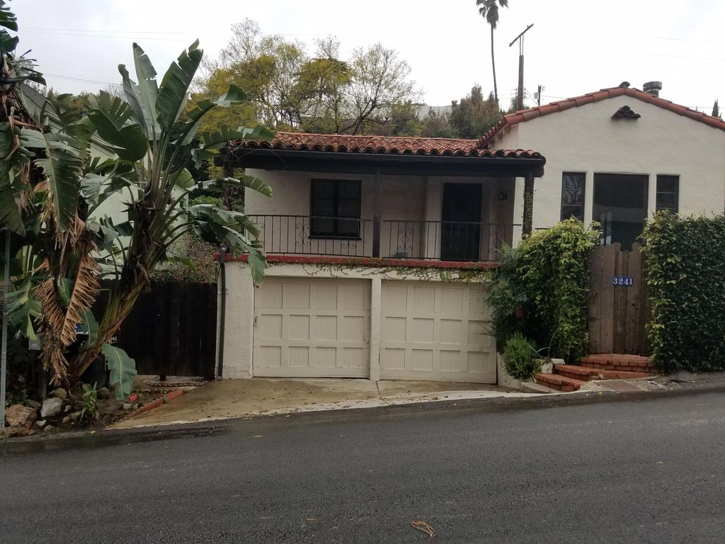 3241 De Witt Dr, Los Angeles, CA 90068