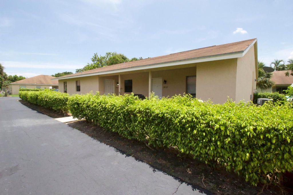 3804 Harwood St, West Palm Beach, FL 33403
