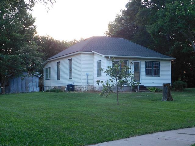 206 Walnut St, Wellsville, KS 66092