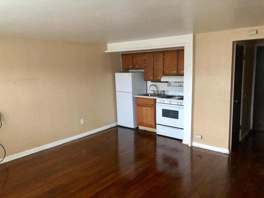 1300 W Roosevelt Rd, Broadview, IL 60155