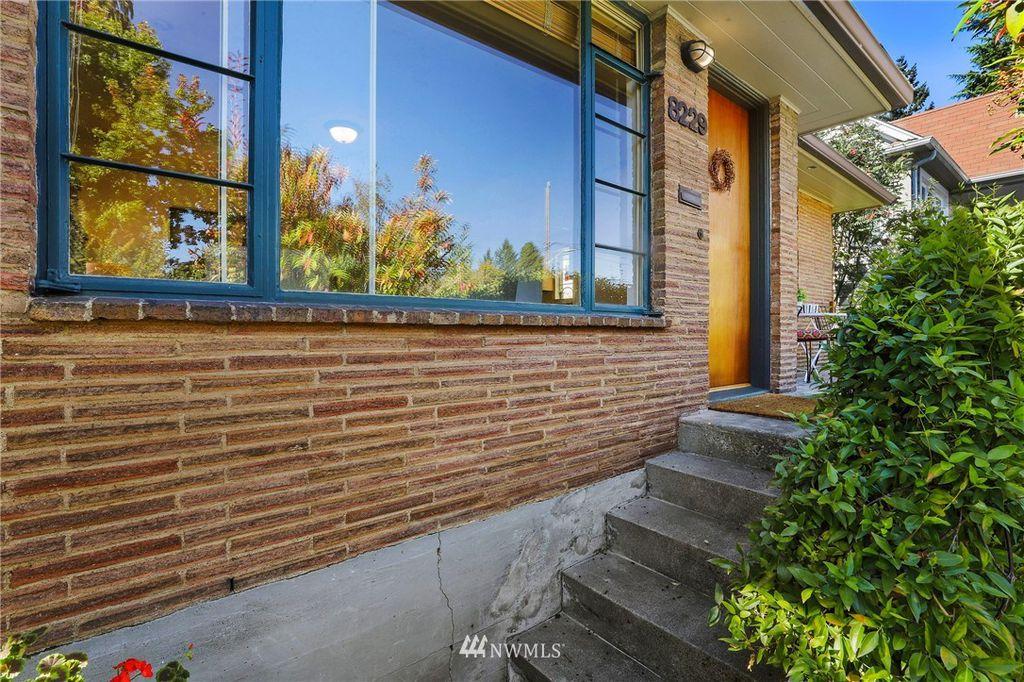 8229 16th Ave NE, Seattle, WA 98115