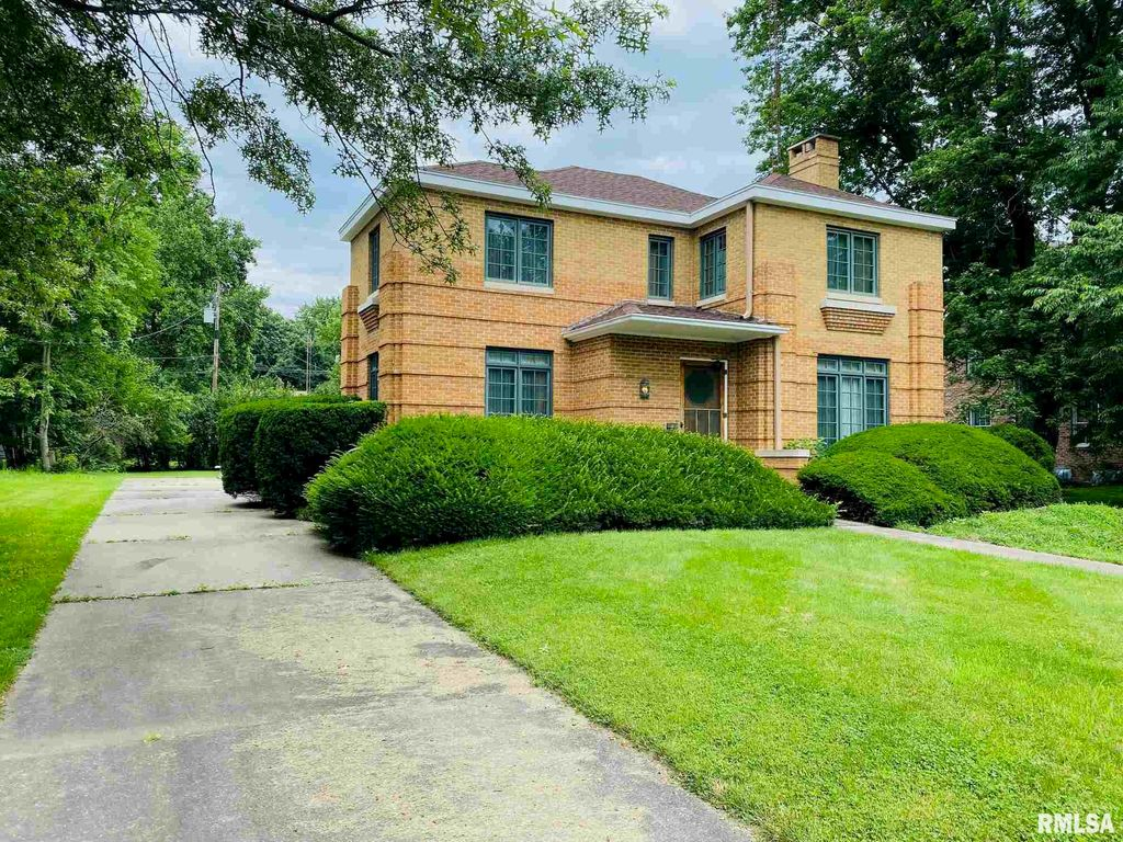 720 Beverly Ave, Macomb, IL 61455