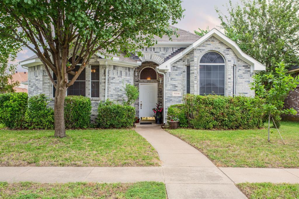 7014 Charleston Dr, Rowlett, TX 75089