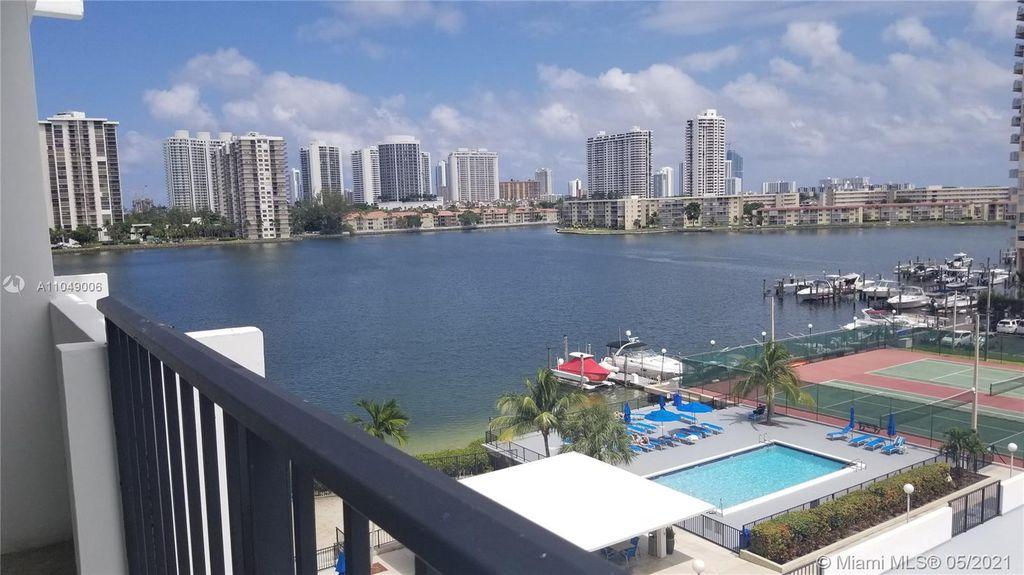 2780 NE 183rd St #608, North Miami Beach, FL 33160