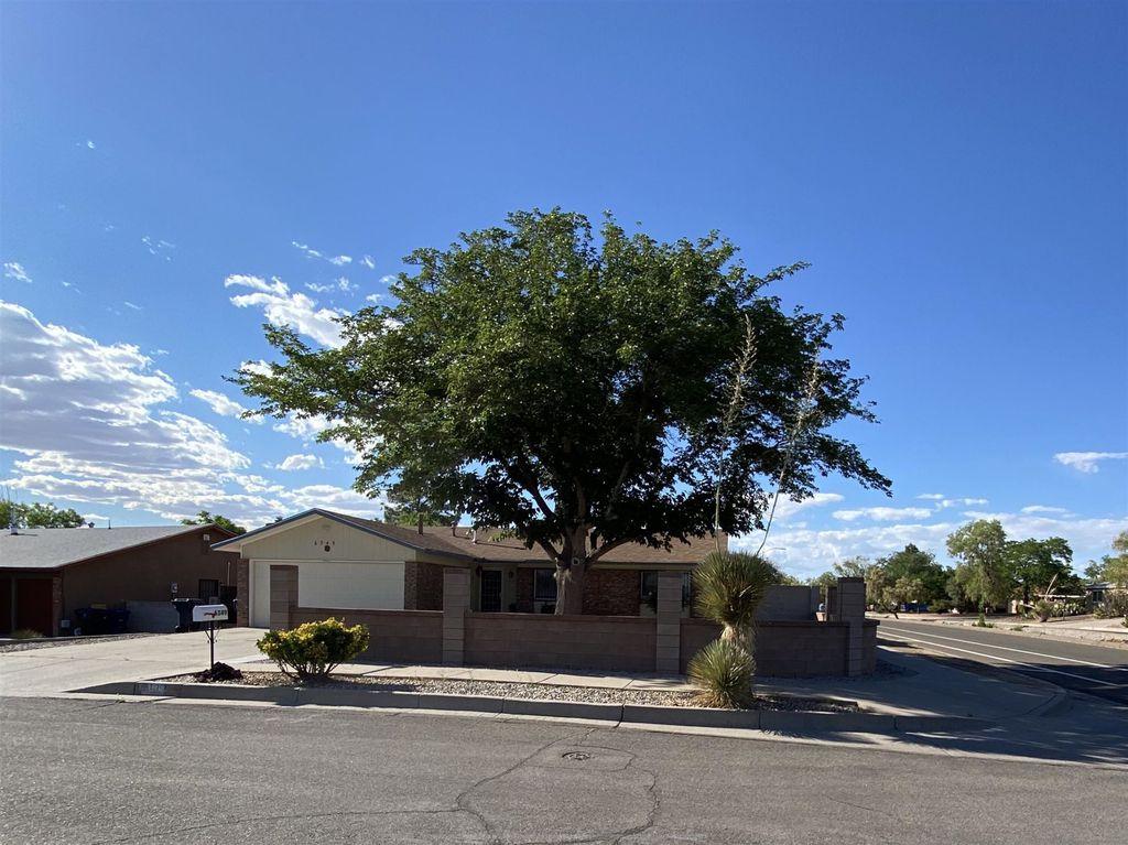 6349 Mendius Ave NE, Albuquerque, NM 87109