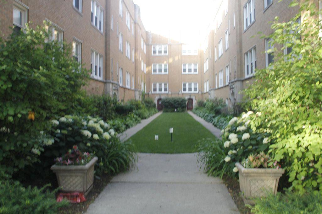 2539 Prairie Ave #3N, Evanston, IL 60201