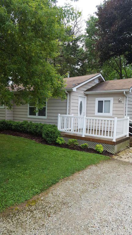 120 Lakewood Dr, Oakwood Hills, IL 60013