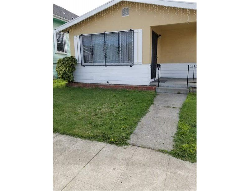 8801 Dowling St, Oakland, CA 94605
