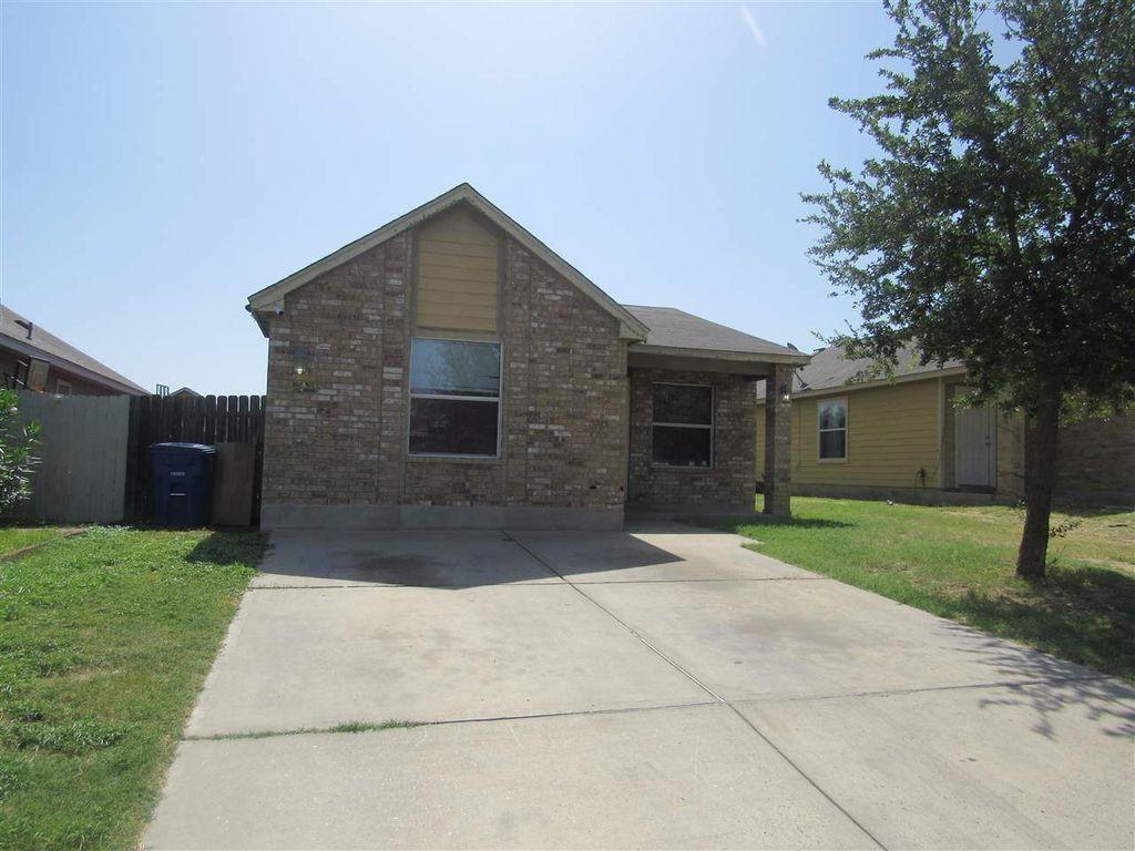4327 Caroline St, Laredo, TX 78046