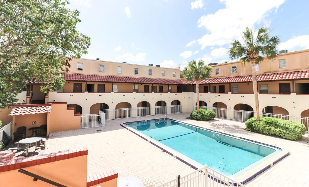 914 SW 8th Ave #34, Gainesville, FL 32601