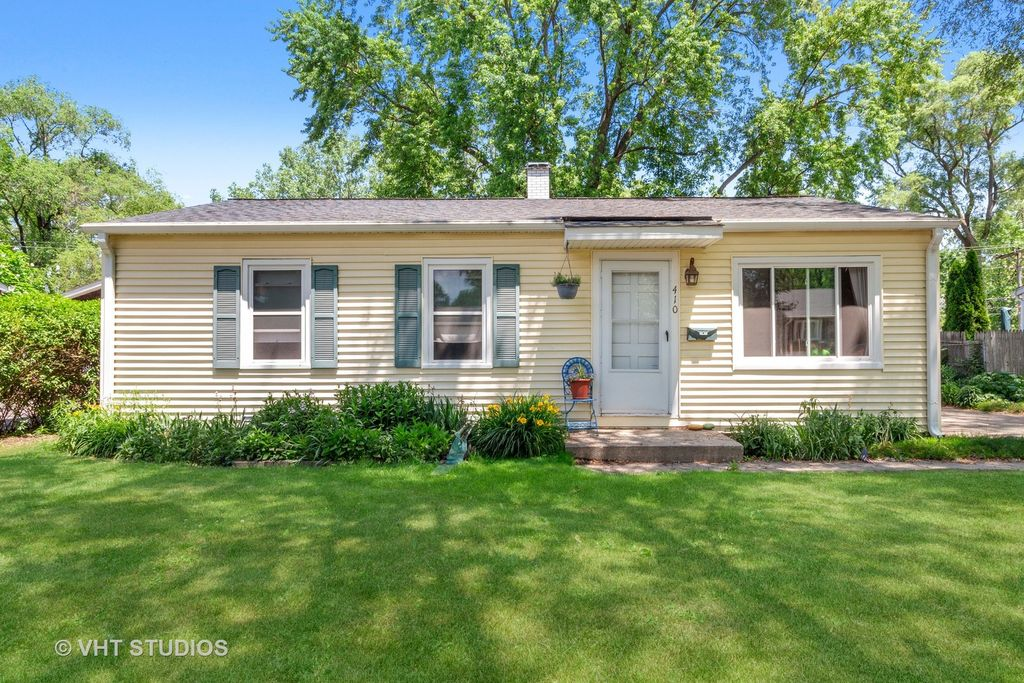 410 Saint Marys Pkwy, Buffalo Grove, IL 60089