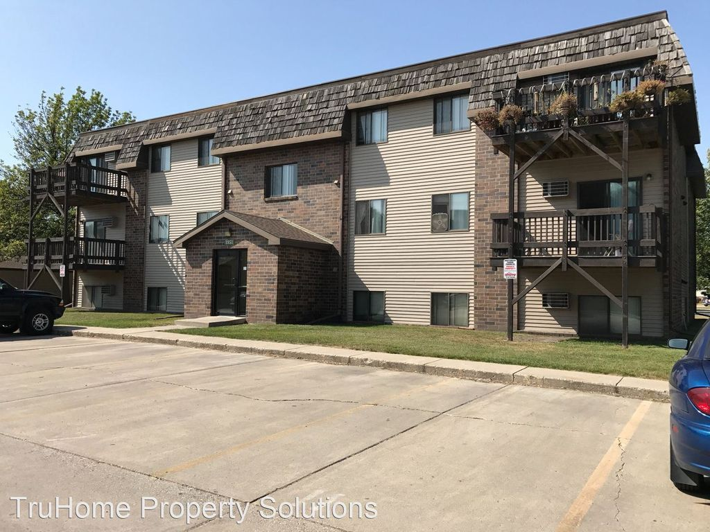 1975 S 29th St, Grand Forks, ND 58201