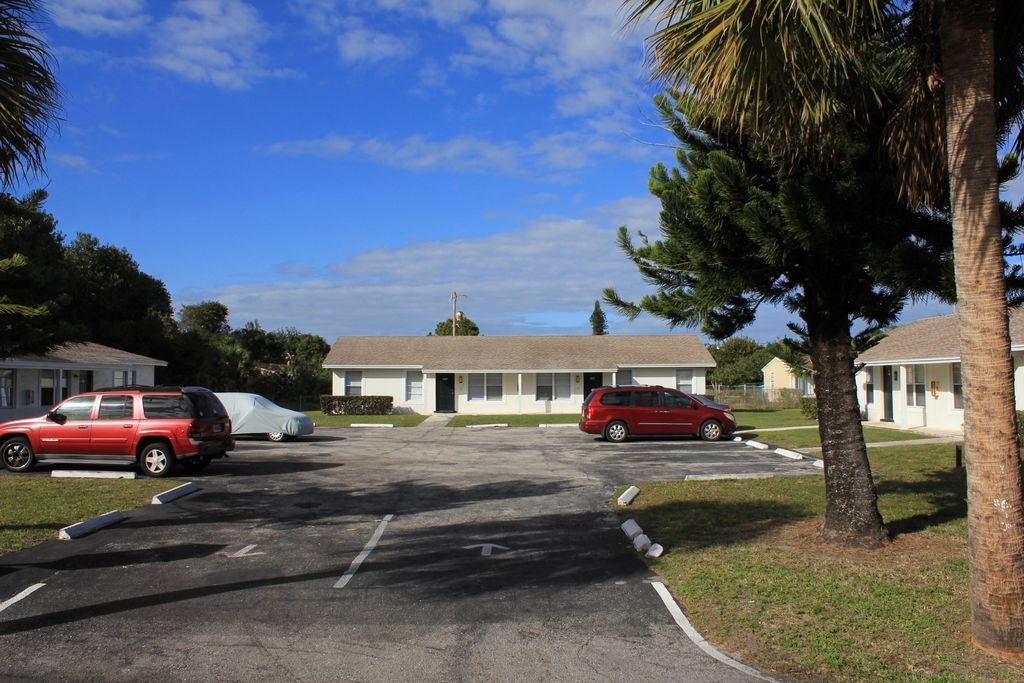 4713 Marguerita St, West Palm Beach, FL 33417