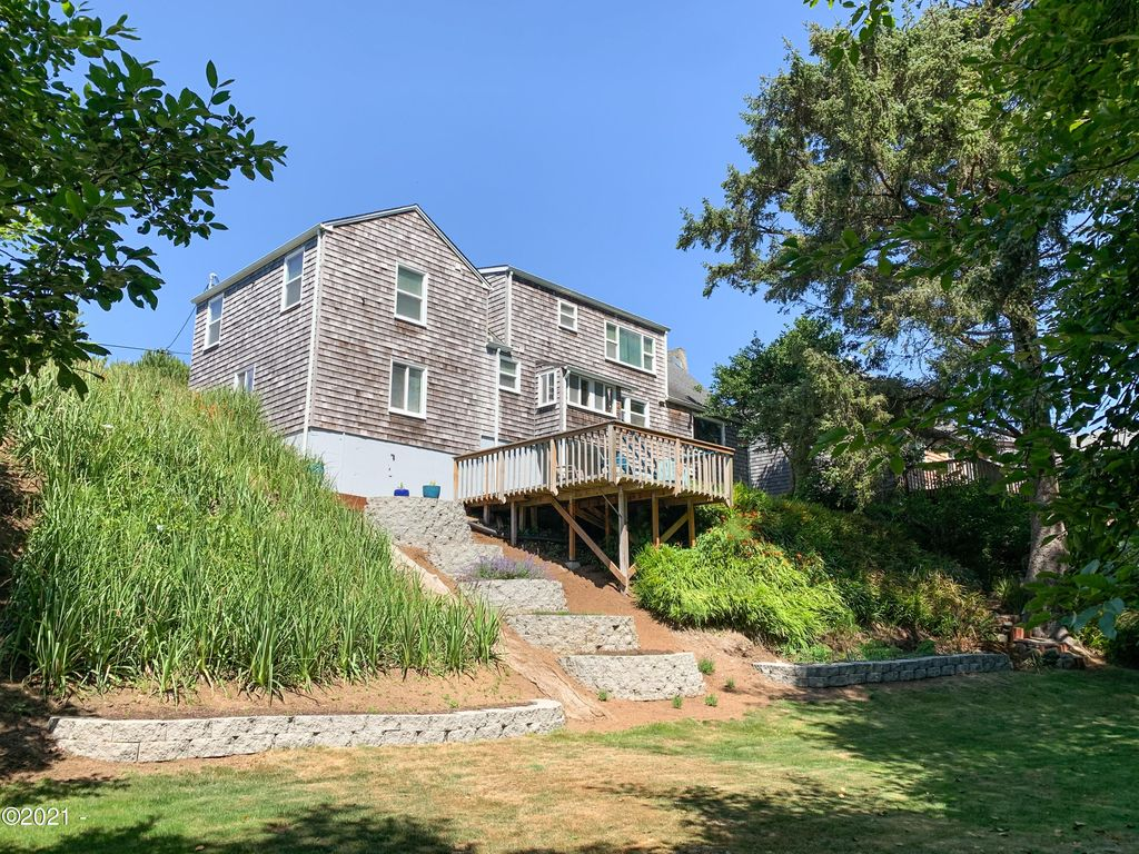 3278 SW Beach Ave, Lincoln City, OR 97367