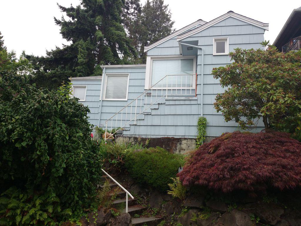 1423 Madrona Dr, Seattle, WA 98122