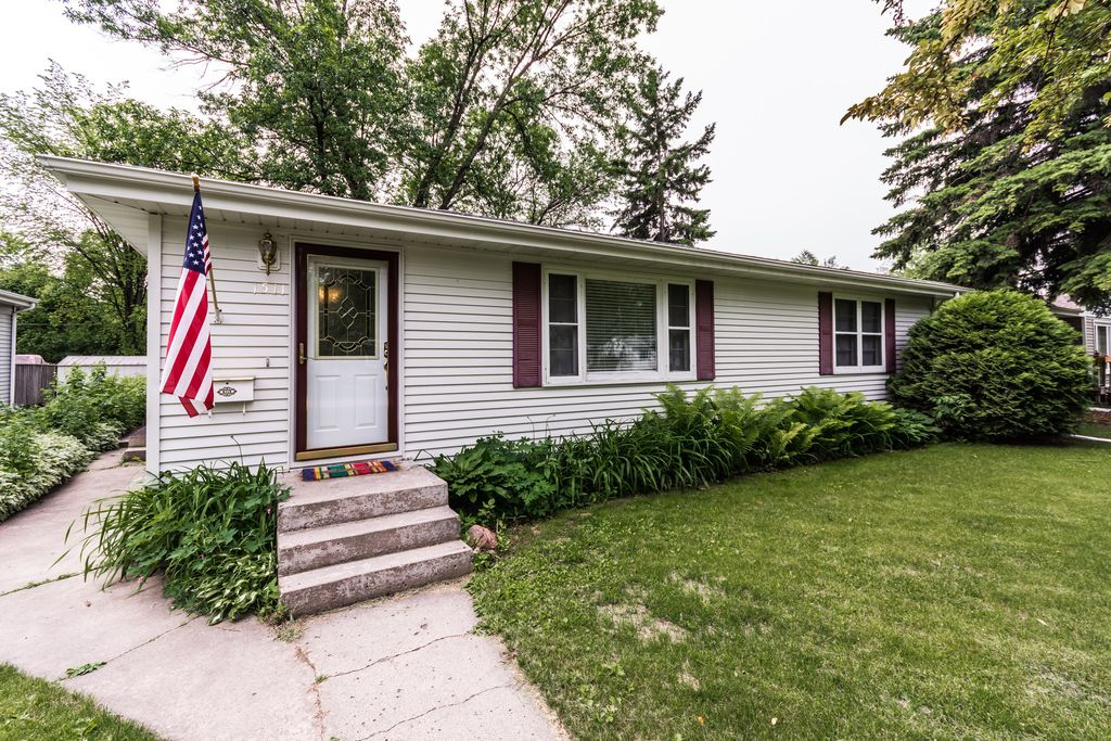 1511 14th Ave S, Grand Forks, ND 58201