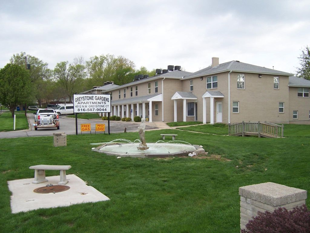 4545 NW Greystone Ct, Riverside, MO 64150