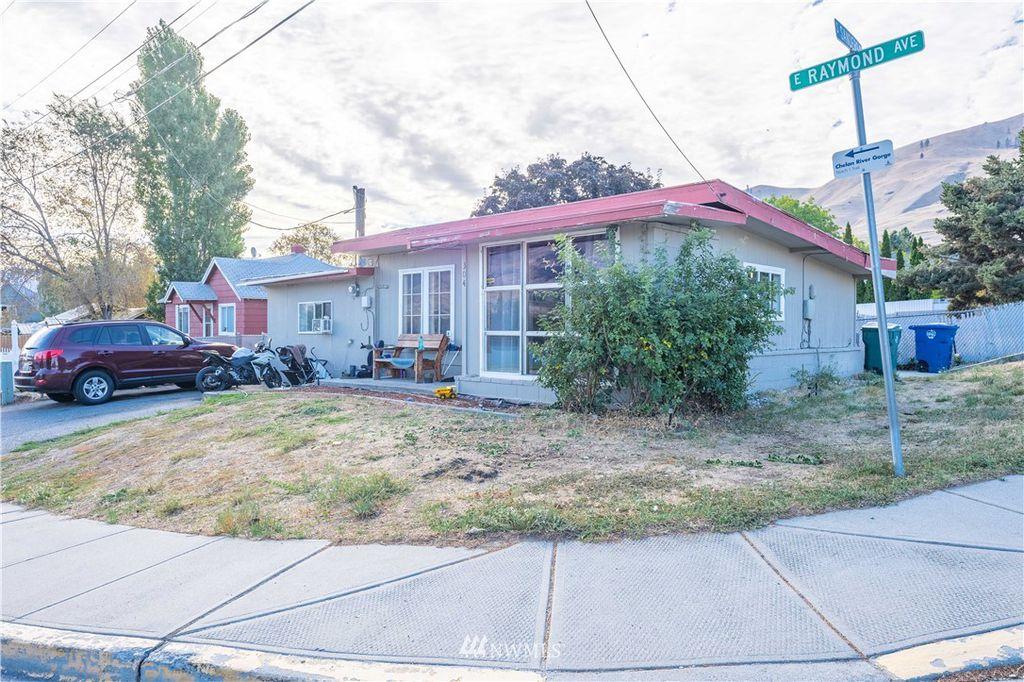 304 E Raymond Ave, Chelan, WA 98816
