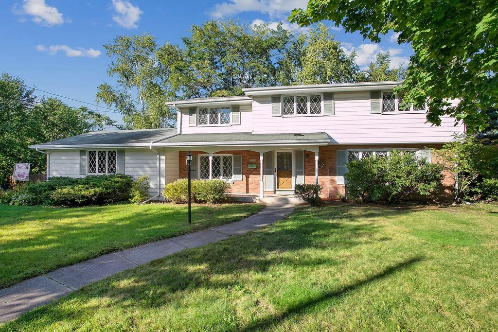 120 Iroquois Ave, Green Bay, WI 54301