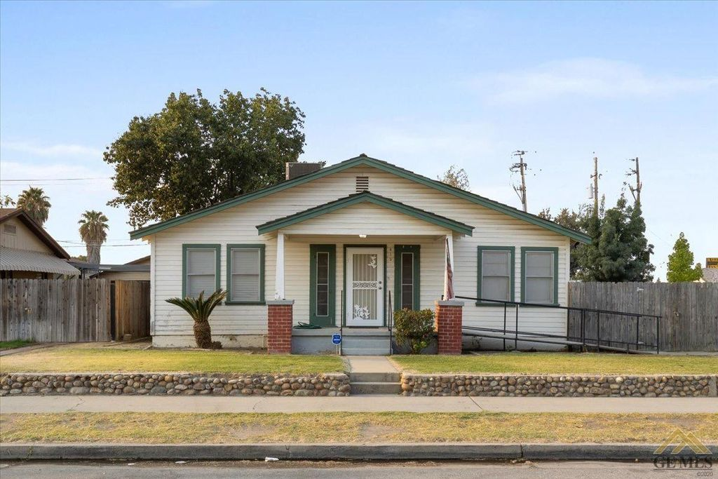 819 Woodrow Ave, Bakersfield, CA 93308