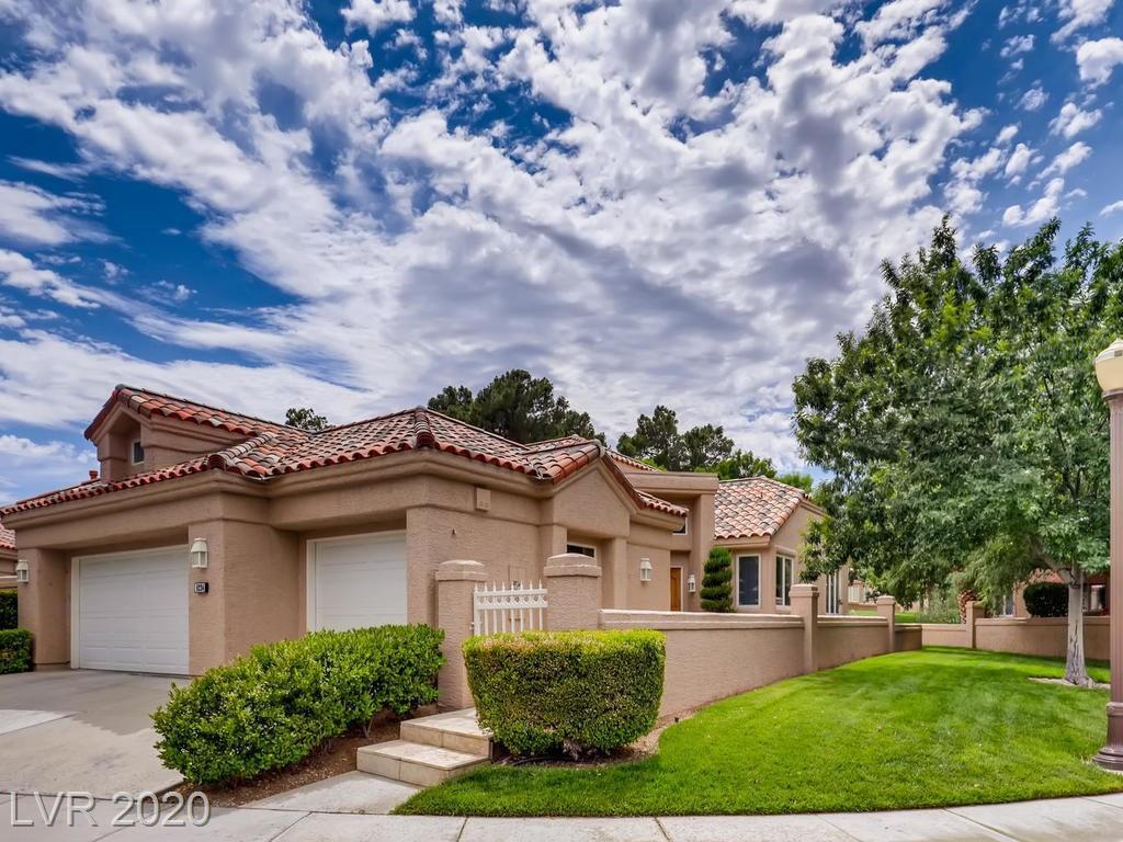 8224 Round Hills Cir, Las Vegas, NV 89113