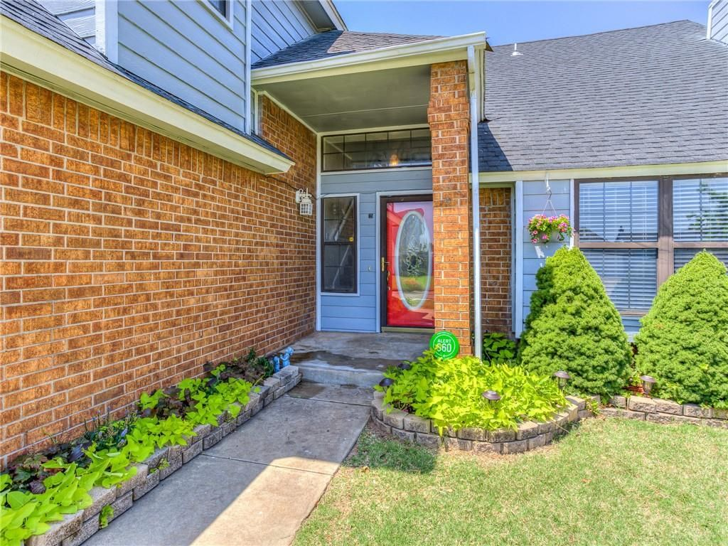9209 Buttonwood Ave, Moore, OK 73160