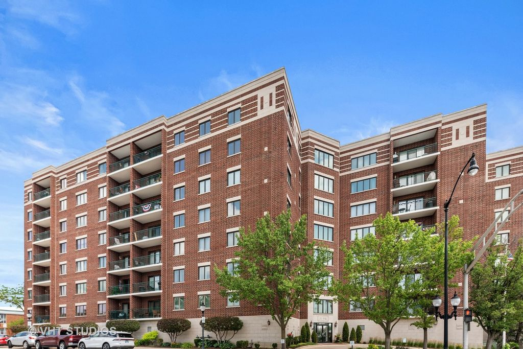 201 N Vail Ave #601, Arlington Heights, IL 60004