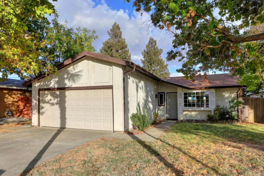 7853 Deerglen Way, Sacramento, CA 95823
