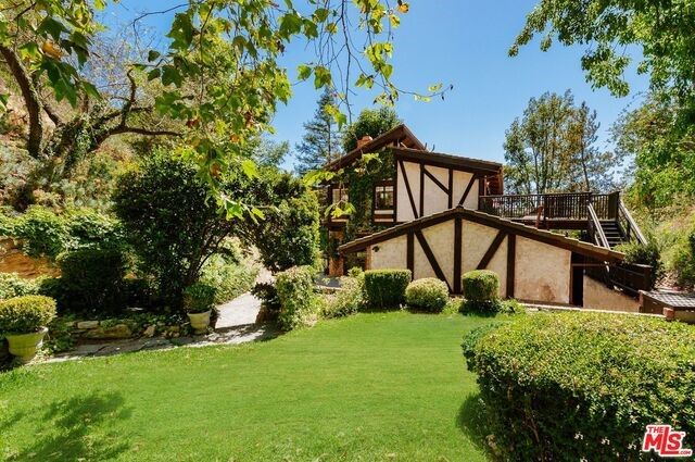 9477 Gloaming Dr, Beverly Hills, CA 90210