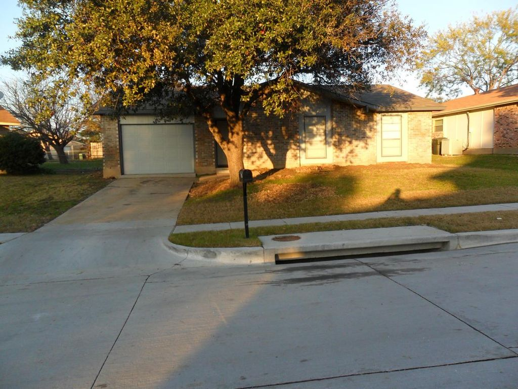 2011 Lymington Rd, Carrollton, TX 75007