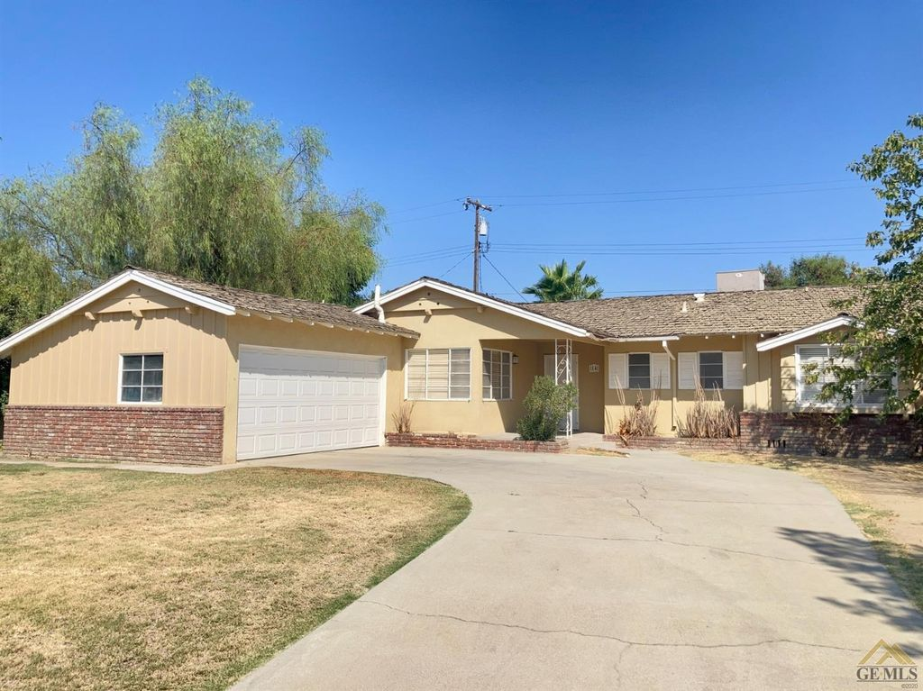 14 Suzanne St, Bakersfield, CA 93309