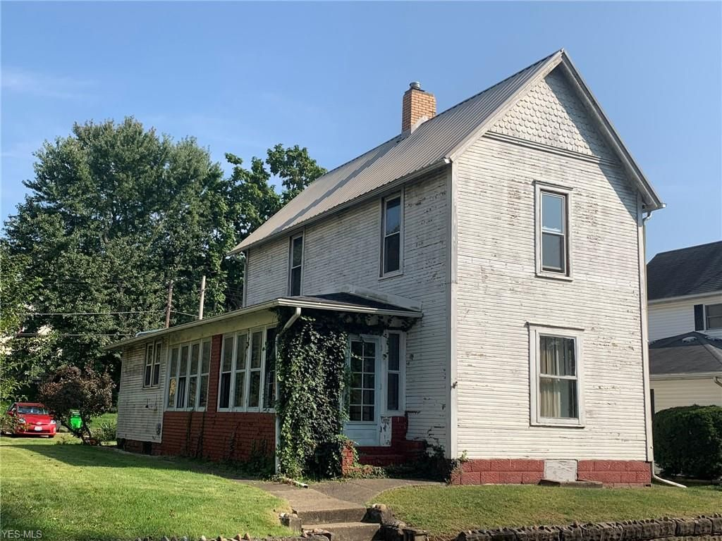 828 S 6th St, Coshocton, OH 43812