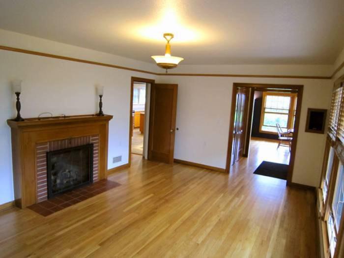 225 SW Whitaker St #B, Portland, OR 97239