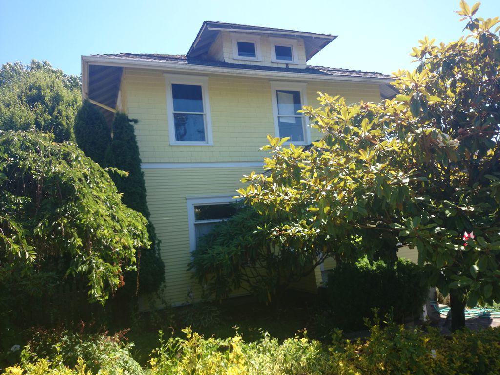 315 NW 52nd St, Seattle, WA 98107