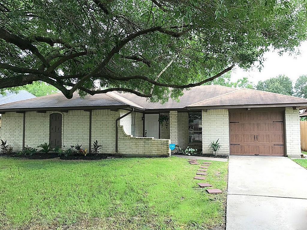 7211 Log View Dr, Houston, TX 77040