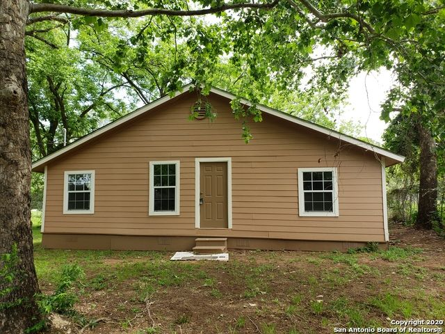 133 Pena Ln, Stockdale, TX 78160