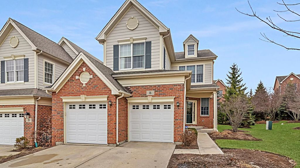 5 Winged Foot Dr, Hawthorn Woods, IL 60047