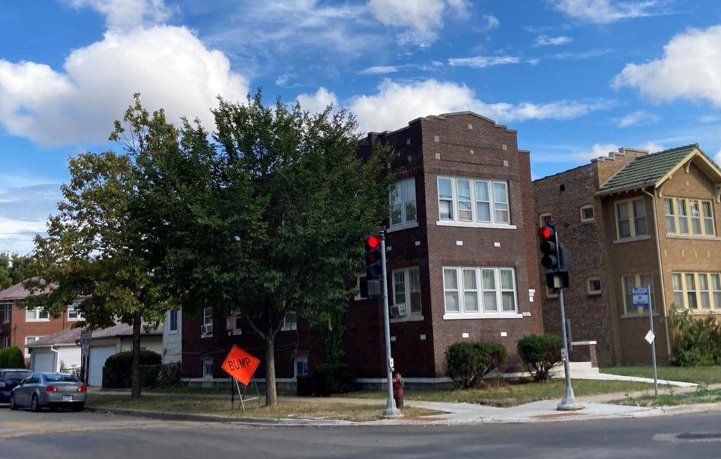 1100 S Oak Park Ave #1, Oak Park, IL 60304